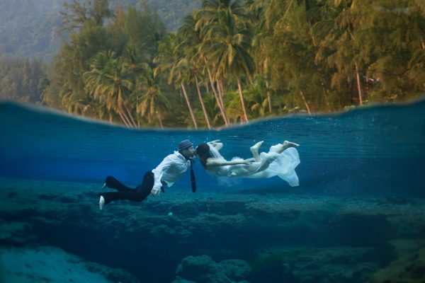 Special wedding location: an under water ceremony at St Maarten