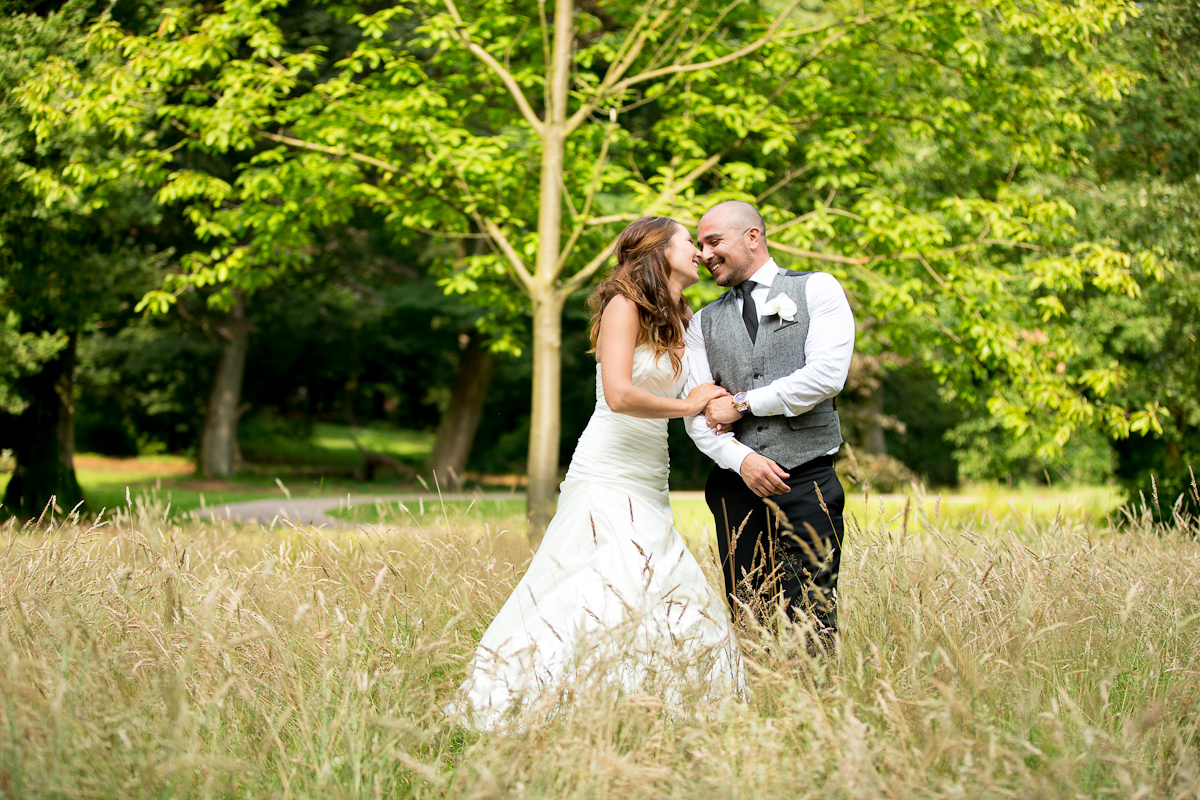 Intimate white wedding at Landgoed Rhederoord