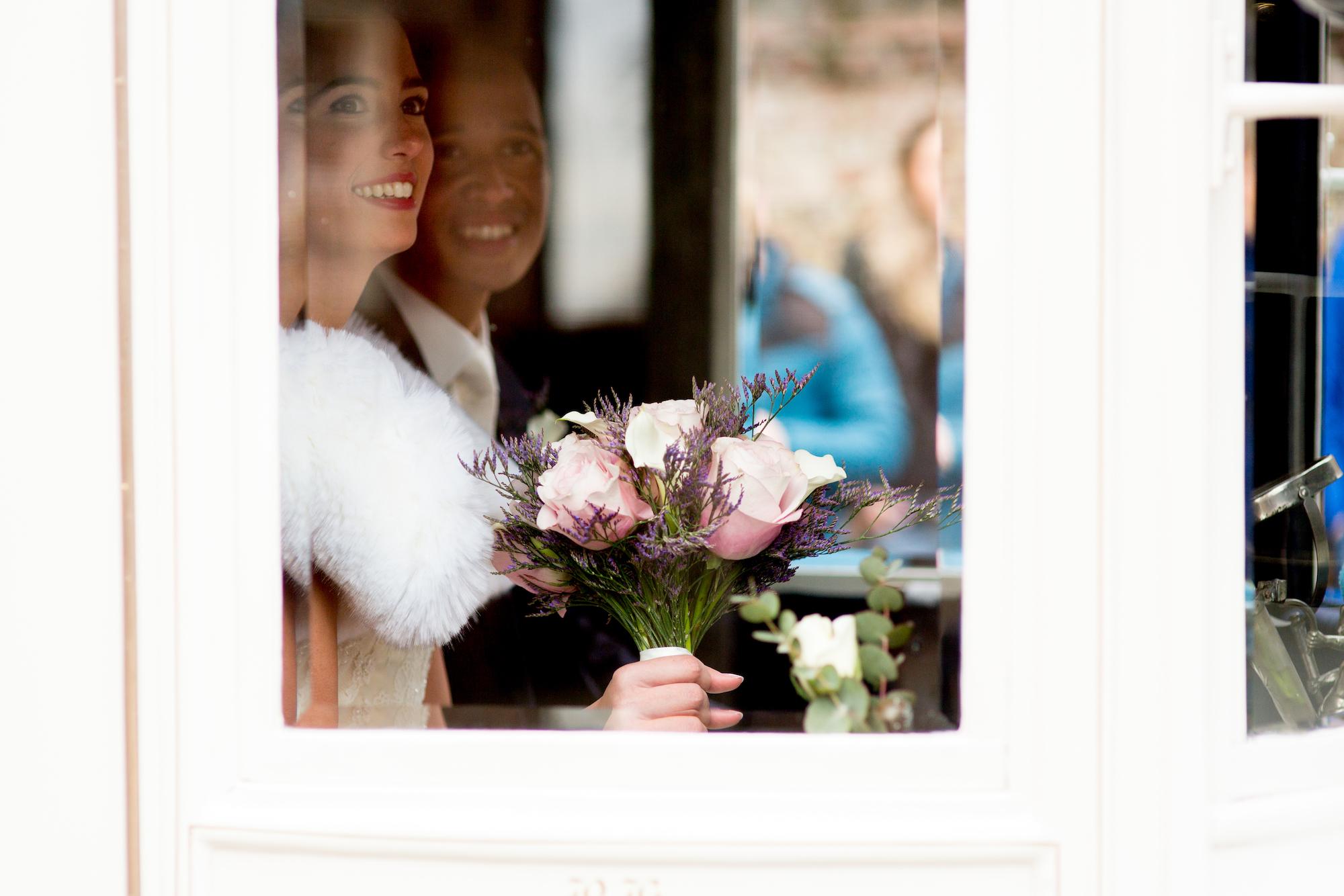De Gelderlander: Twee keer trouwen in half uur