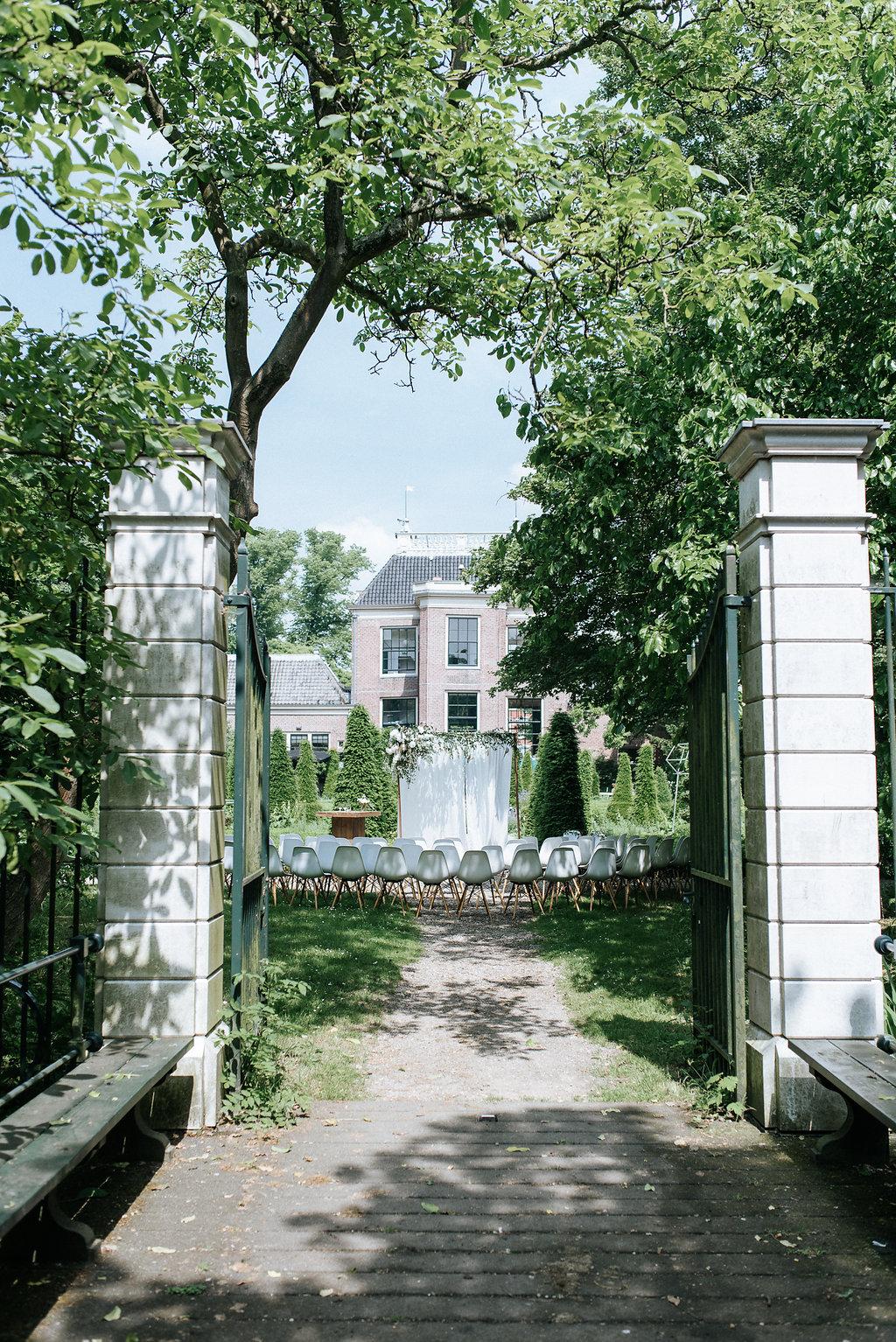 Wedding in Amsterdam: Industrial Garden Chic