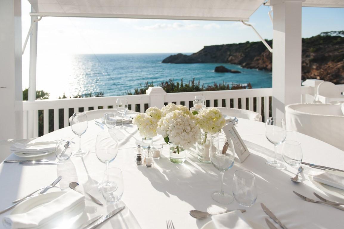 Trouwen op Ibiza met een touch of white
