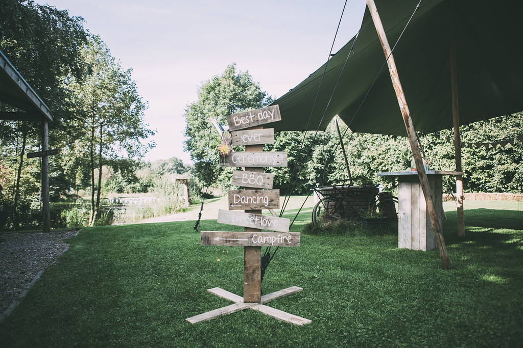 Rural festival wedding at the Heische Hoeve