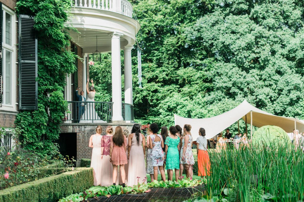 Bruiloft: In de rij om te feliciteren, of toch niet?